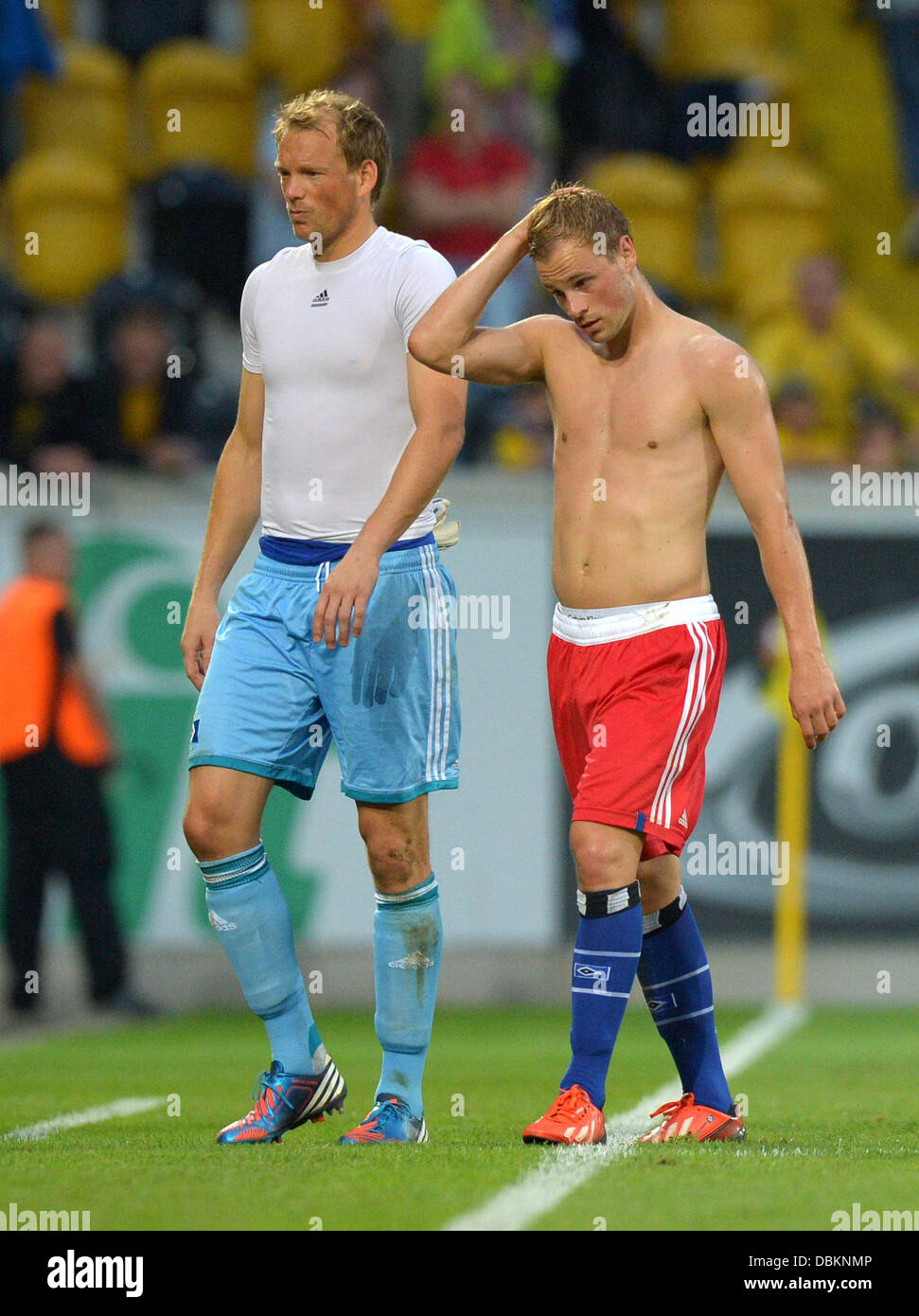 Dresden, Germany. 31st July, 2013. Hamburg's goalkeeper Sven Neuhaus (L) and Maximilian Beister leave the pitch - Stock Image