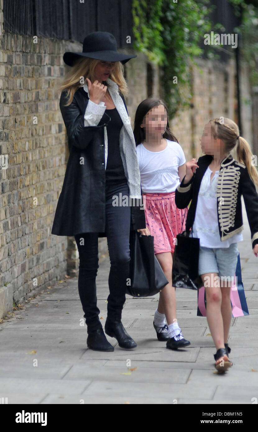 Kate Moss and daughter Lila Grace enjoying a family day out London, England - 13.07.11 - Stock Image