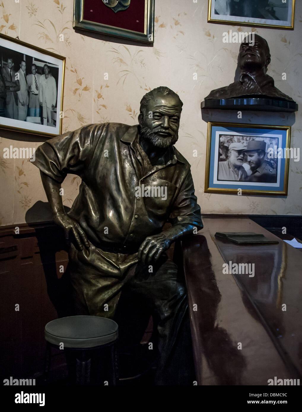 statue of Hemingway in Havana bar Stock Photo