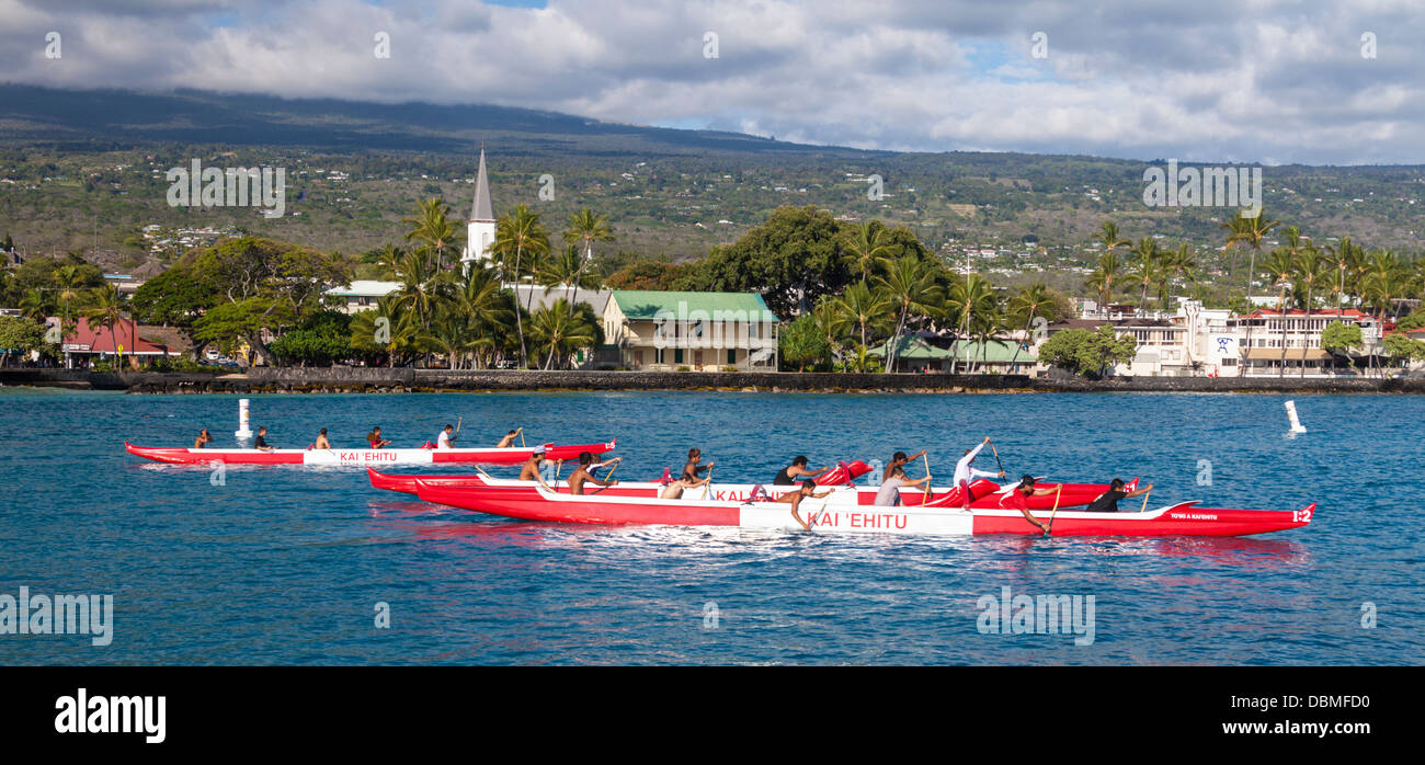 Outrigger canoe club practices in Kailua Bay on the Big Island of Hawaii - Stock Image