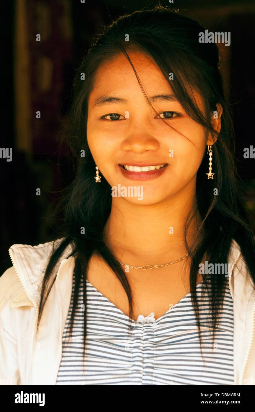 Elk209-1022v Laos, Luang Prabang, smiling Laotian girl - Stock Image