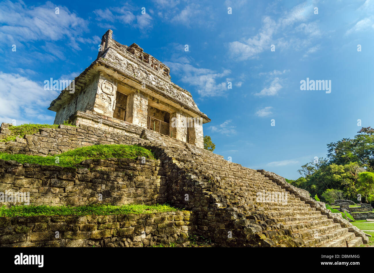 Temple in ancient Mayan city of Palenque with a beautiful blue sky - Stock Image