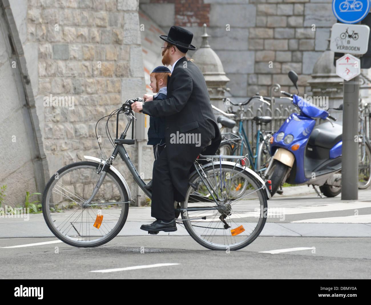 Orthodox Jew in Antwerp diamond district, Belgium - Stock Image