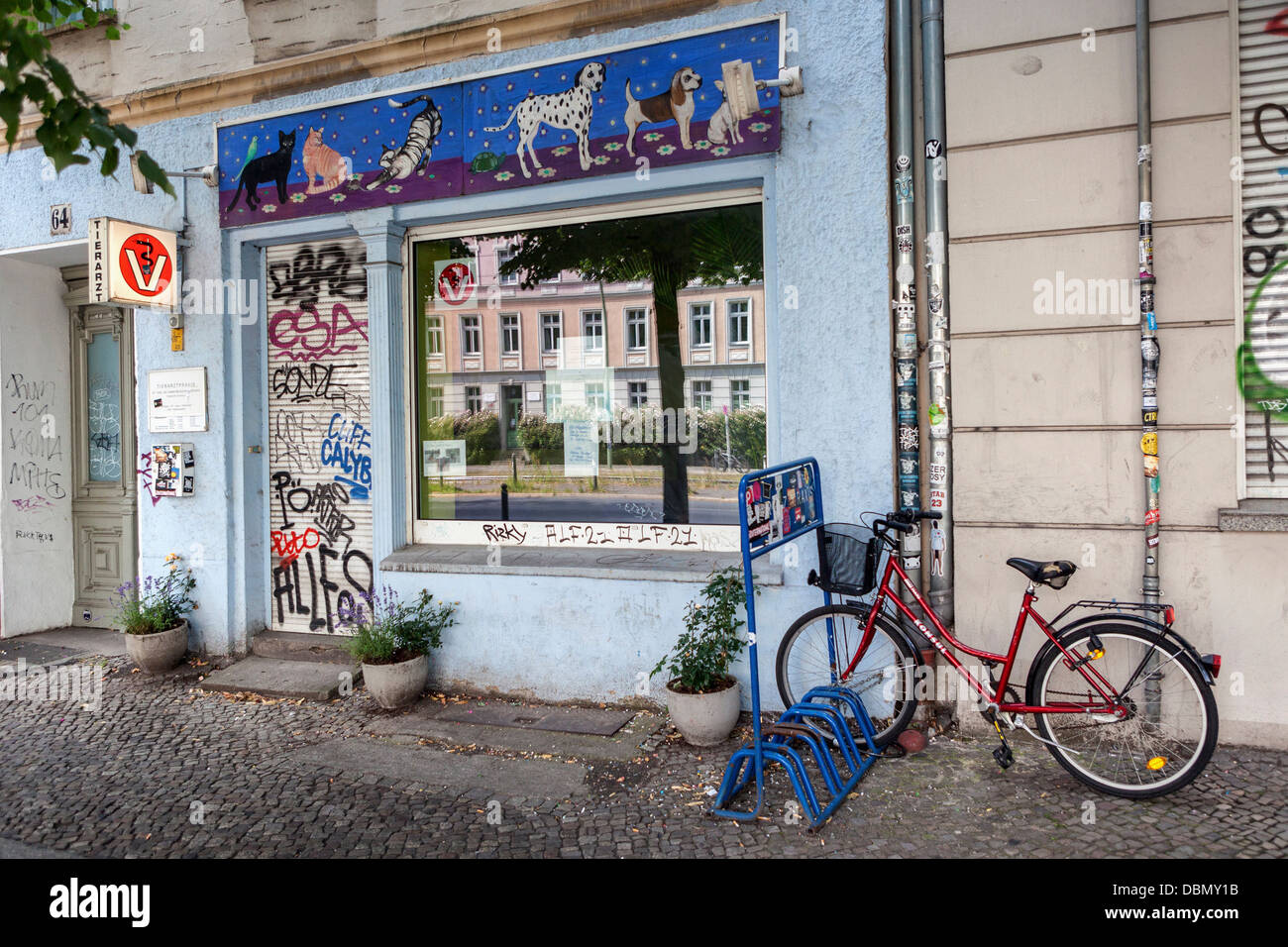 A veterinary practice decorated with pet pictures n Torstarsse - Mitte, Berlin - Stock Image