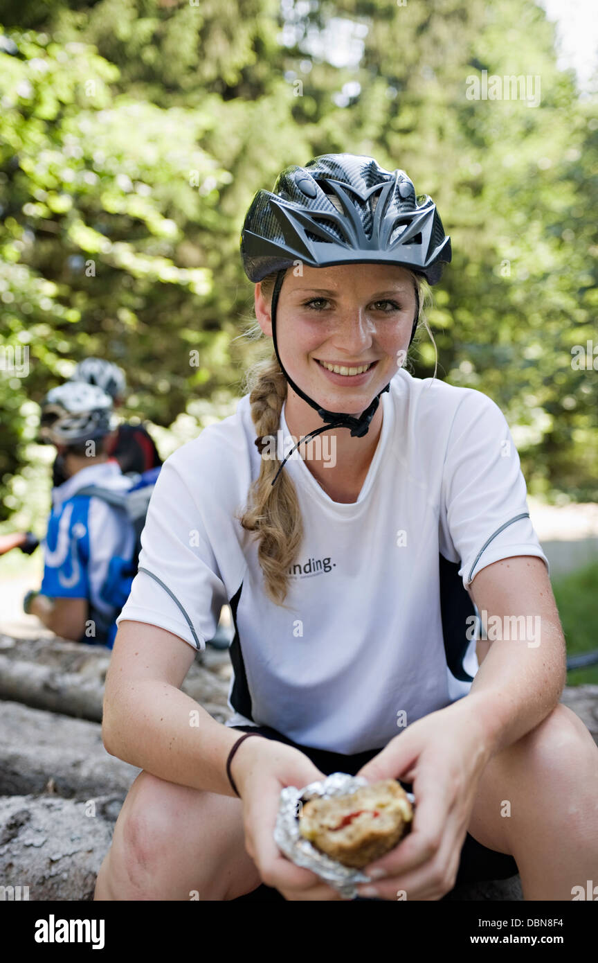 Female Bicyclist Resting, Sonthofen, Schattwald, Bavaria, Germany - Stock Image