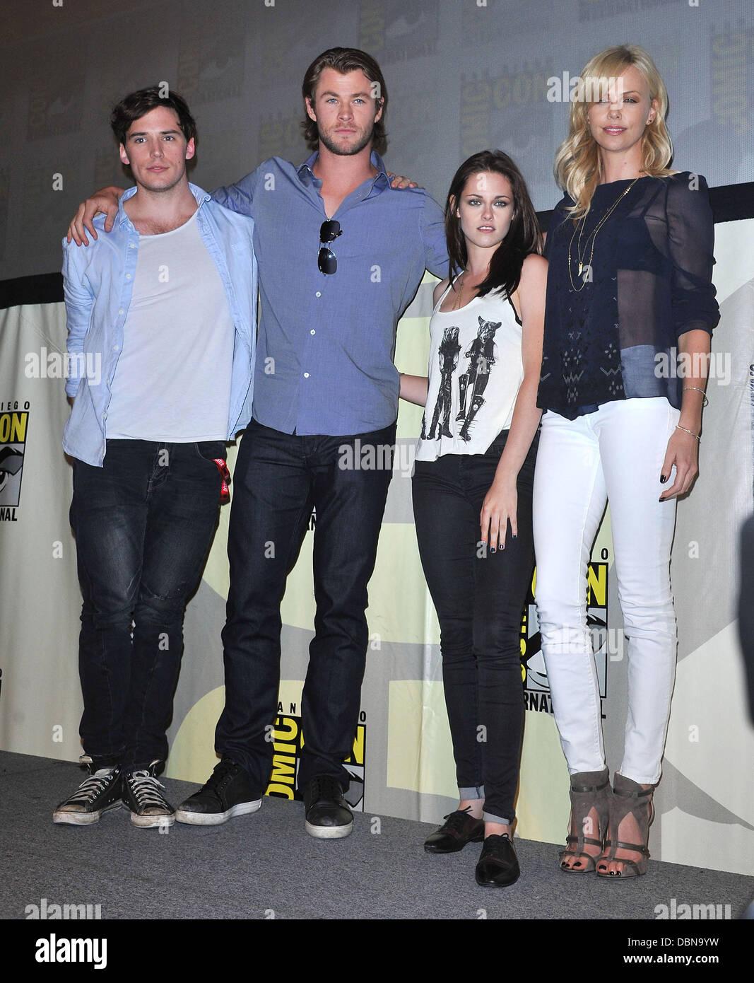 ¿Cuánto mide Nicole Kidman? - Altura - Real height Chris-hemsworth-charlize-theron-kirsten-stewart-sam-claflin-comic-DBN9YW