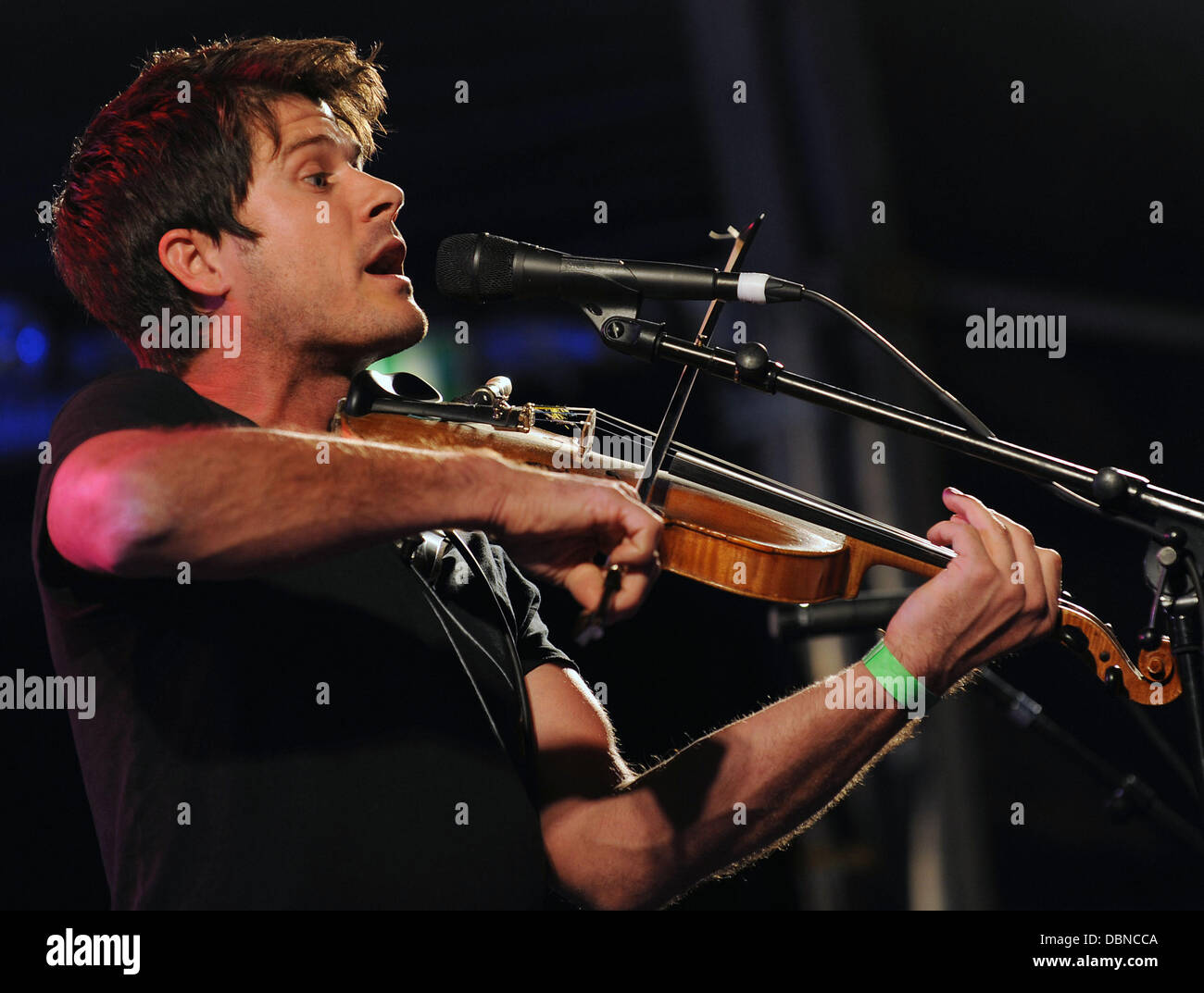 Seth Lakeman performs on stage at Folk By The Oak Festival. Hatfield, England - 24.07.11 - Stock Image
