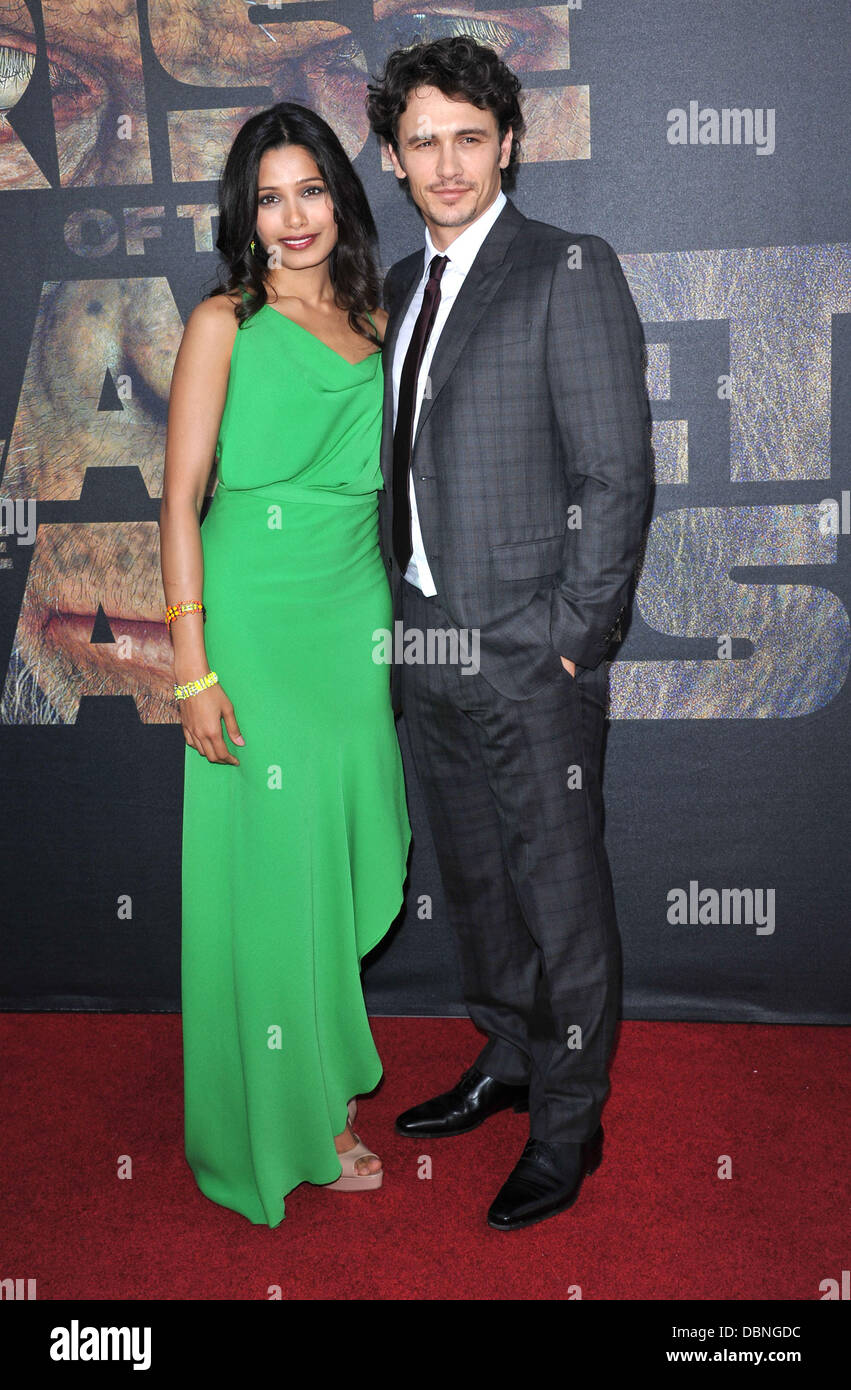 ¿Cuánto mide Freida Pinto? - Real height Freida-pinto-and-james-franco-the-premiere-of-20th-century-foxs-rise-DBNGDC