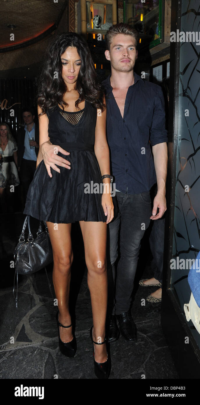 Terri Seymour leaving Mahiki club with a friend after celebrating Donna Air's birthday  London, England - 02.08.11 - Stock Image