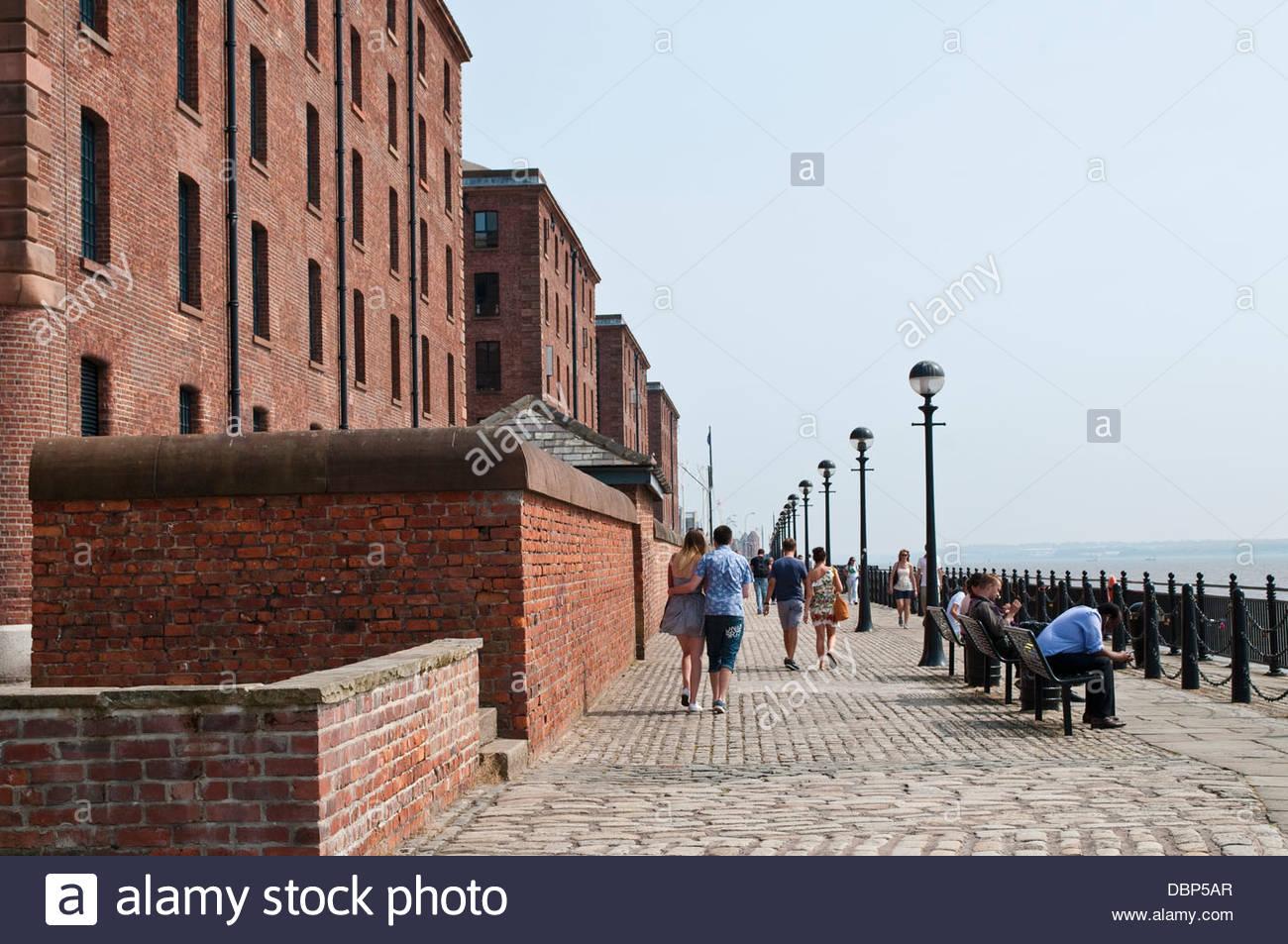 Promenade at the Mersey River, Albert Dock, Liverpool, UK - Stock Image