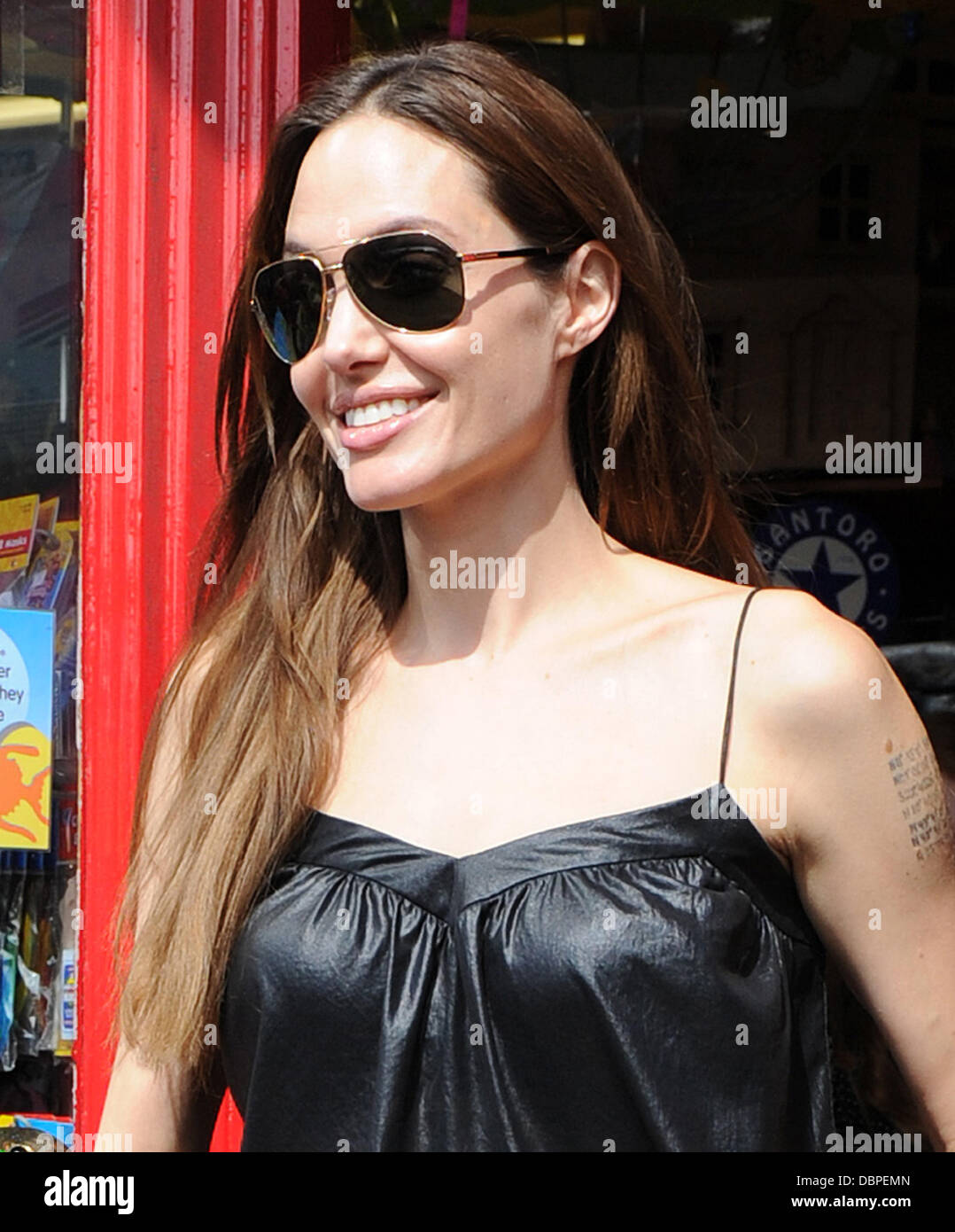 Angelina Jolie leaving the Toy Station Richmond, Surrey - 15.08.11 - Stock Image