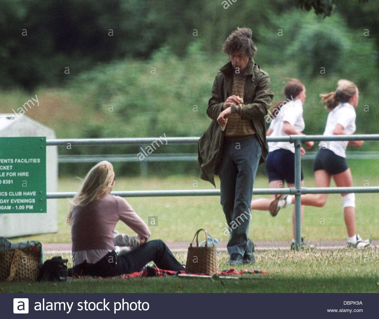 Mick Jagger and Jerry Hall at daughter Georgia May's school sports day, Richmond, London, Britain June 1998. - Stock Image