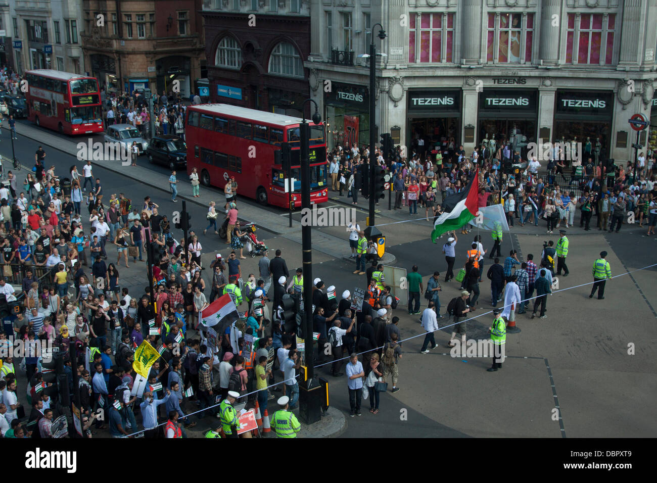 London, UK. 2nd August 2013. Over thousand march through central London in a rally organized by the Al Quds committee - Stock Image