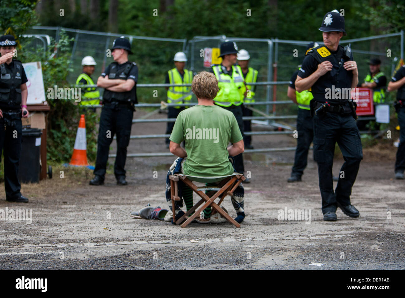 Balcombe, UK. 2nd August, 2013. Man meditating outside site entrance during protest against Cuadrilla drilling & - Stock Image