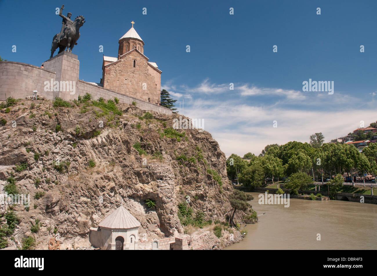 Metekhi Church with equestrian statue of King Vakhtang Gorgasali, standing above the Mtkvari River, Tbilisi Stock Photo