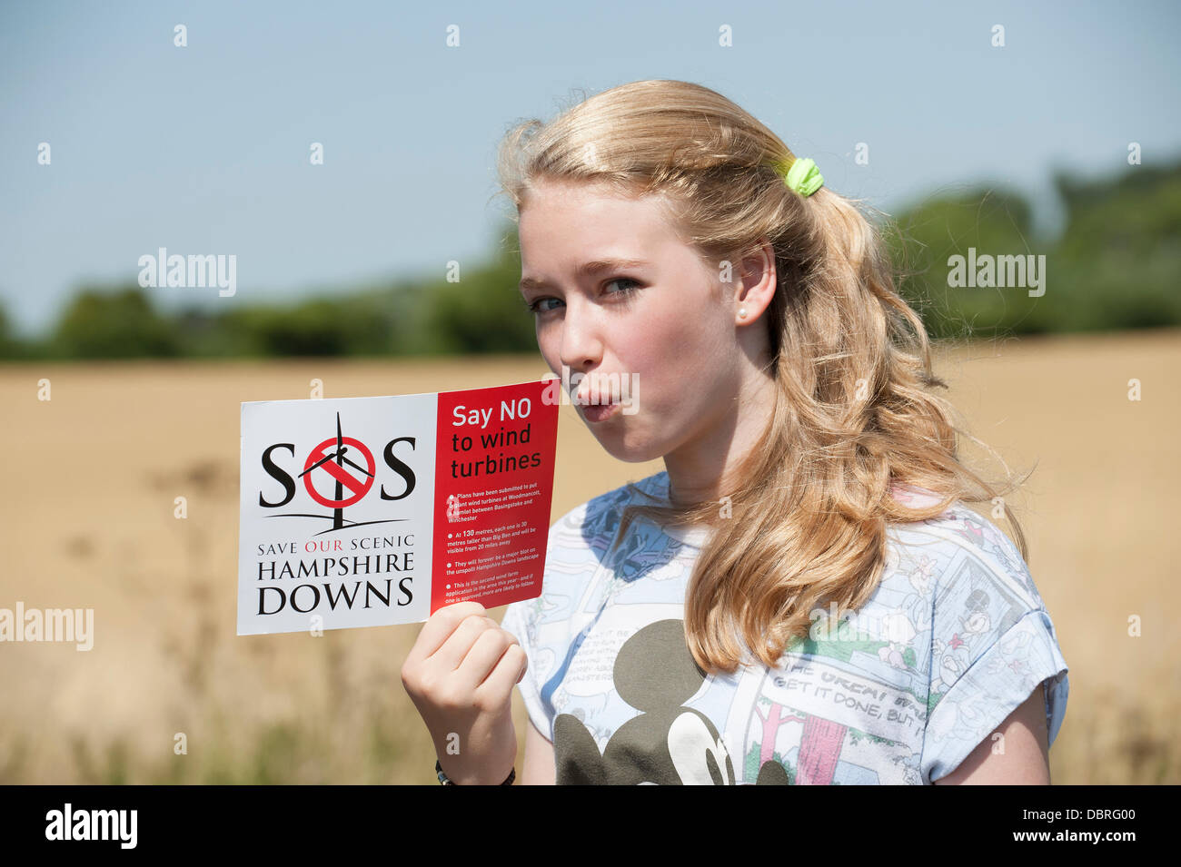 Woodmancott, UK. 2nd August, 2013. Young schoolgirl Francesca Eason,14, protesting in the Hampshire countryside Stock Photo