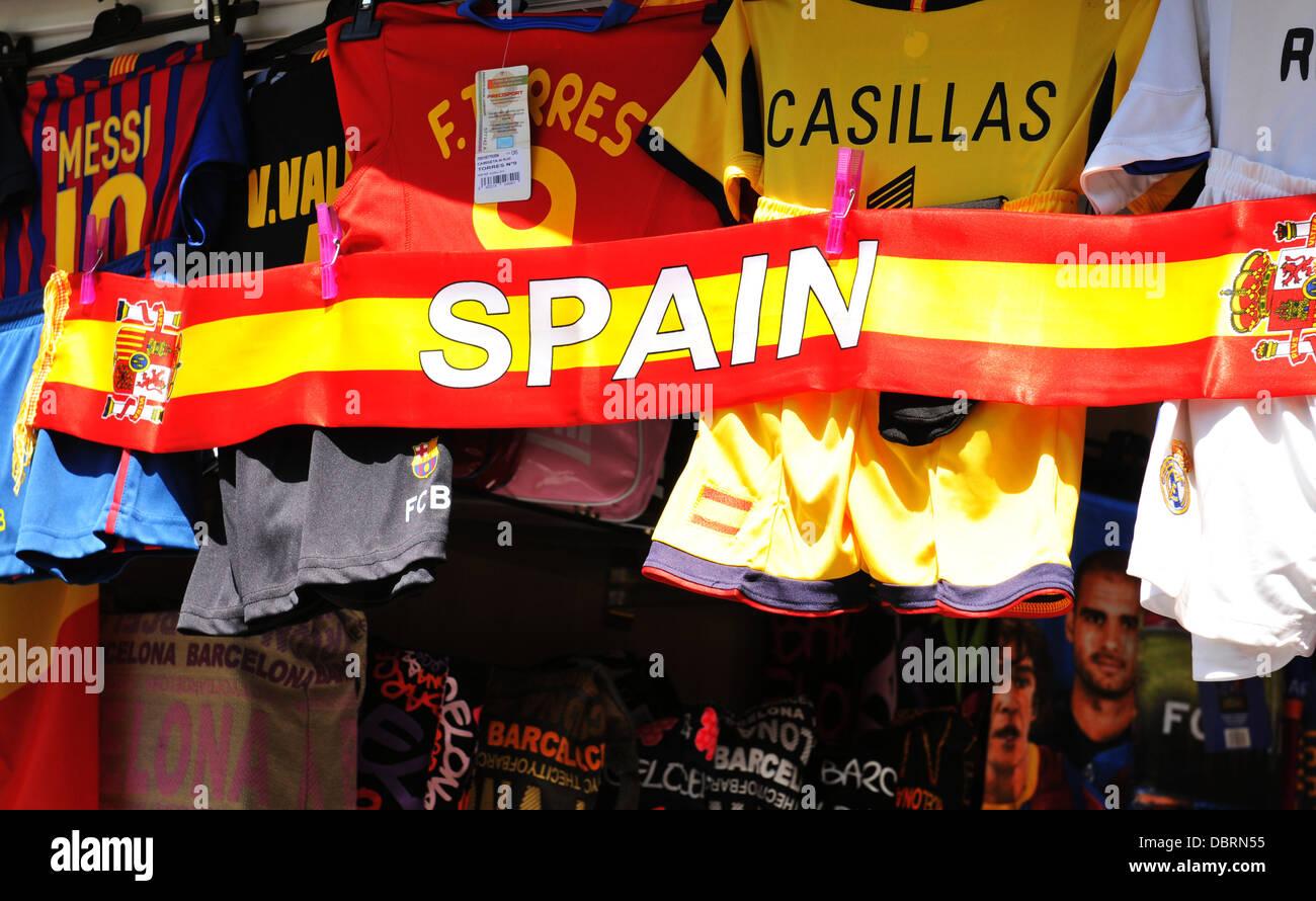 Football supporters Spanish flag in souvenir shop in La Rambla, major commercial area in Barcelona - Stock Image