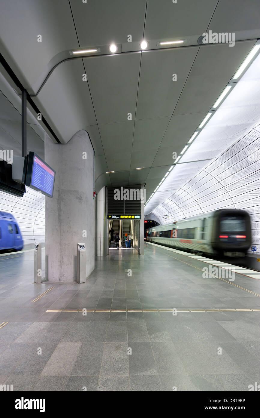 Subway platform and subway train - Stock Image