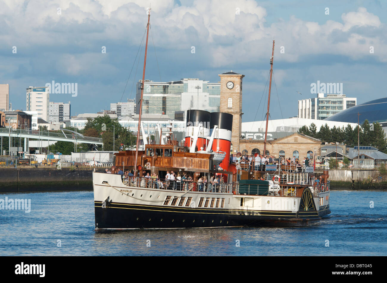 Paddle steamer Waverley sails down the Clyde past Finnieston, Glasgow. - Stock Image