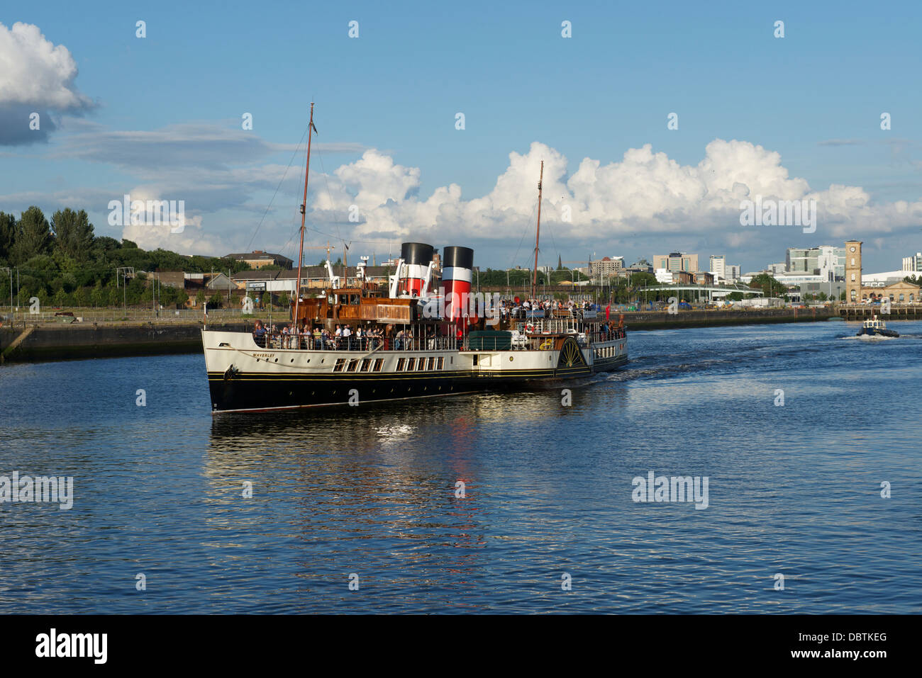 Paddle Steamer Waverley sails west down the Clyde at Finnieston, Glasgow - Stock Image