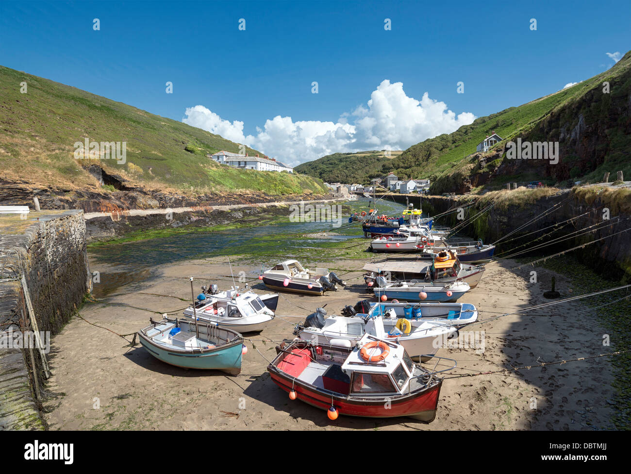 Fishing boats at low tide in Boscastle harbour in Cornwall - Stock Image