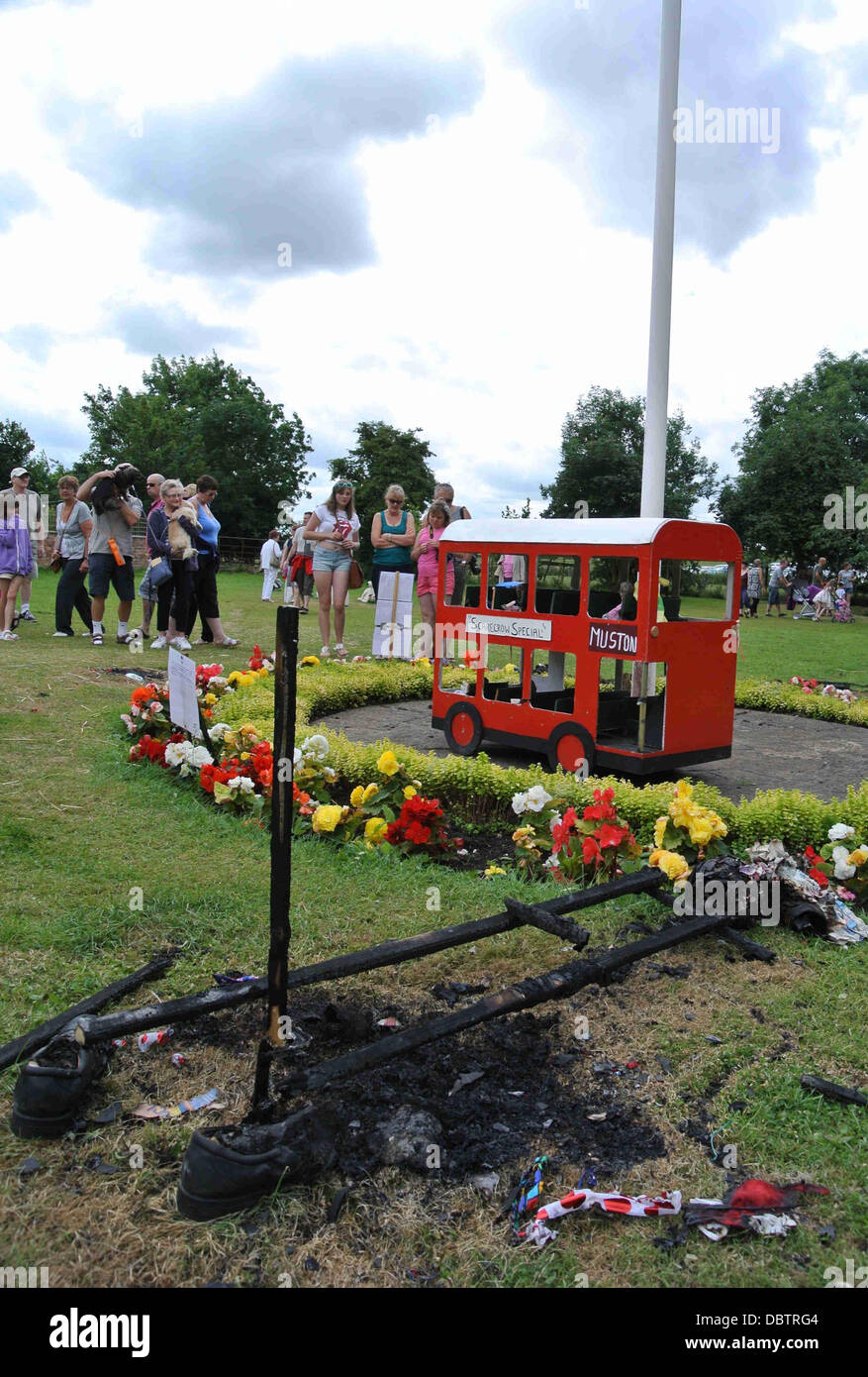 VANDALS SET FIRE TO & DESTROY MUSTON SCARECROW FESTIVAL MUSTON SCARBOROUGH NORTH YORKS SCARBOROUGH ENGLAND 04 - Stock Image