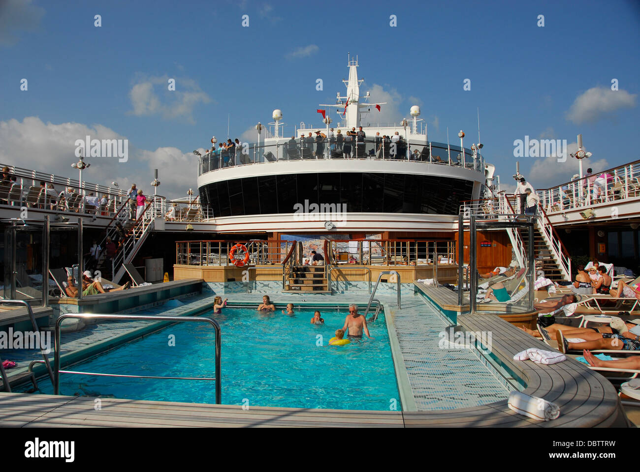 Swimming pool on the Cunard Line Queen Elizabeth Ship Stock Photo: 58938653 - Alamy