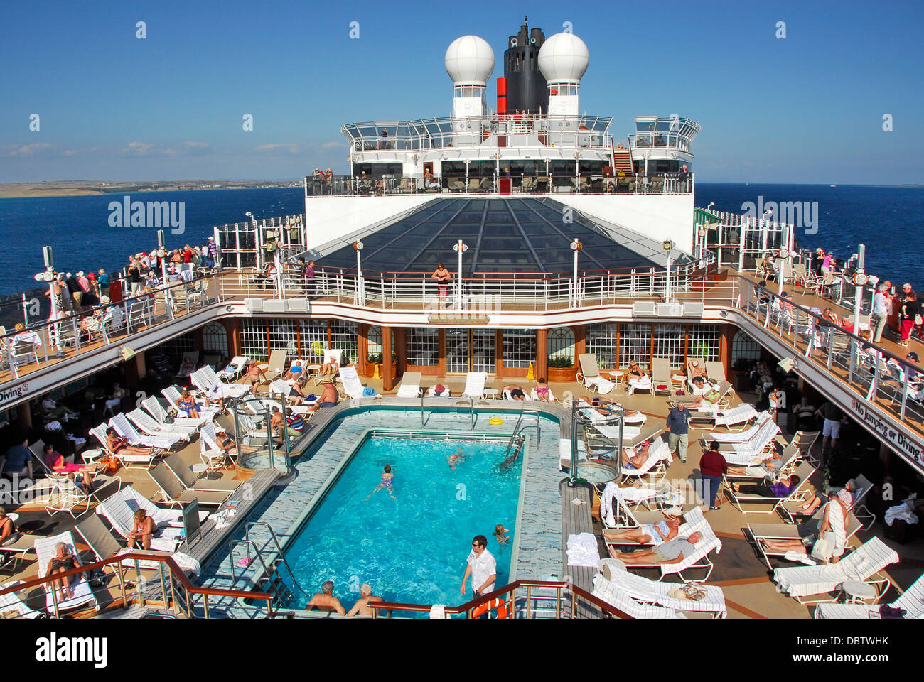 Swimming pool on the cunard line queen elizabeth ship - Queen mary swimming pool victoria ...