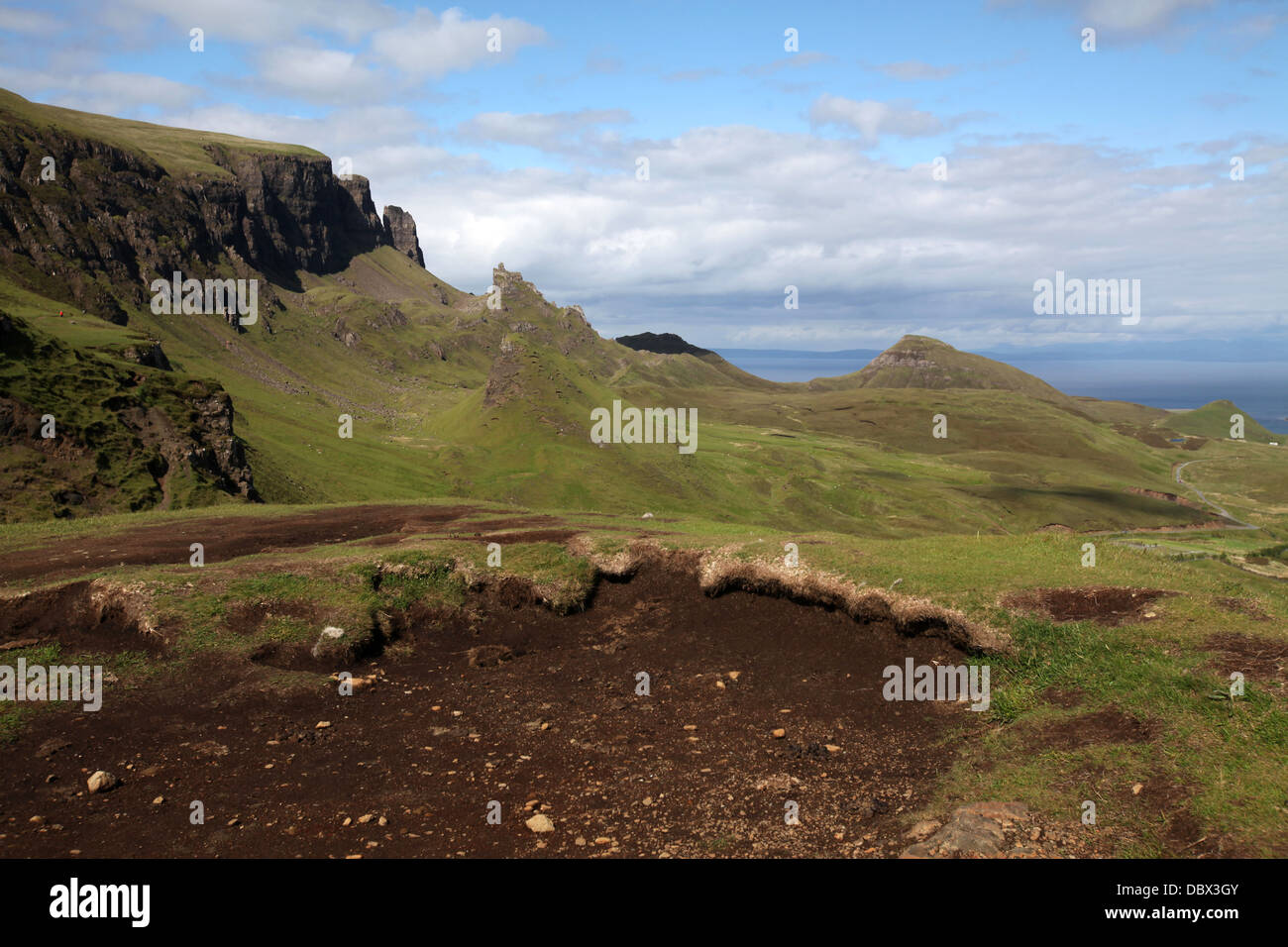 The imposing crags of the Quirang on the north eastern coast of Skye - Stock Image