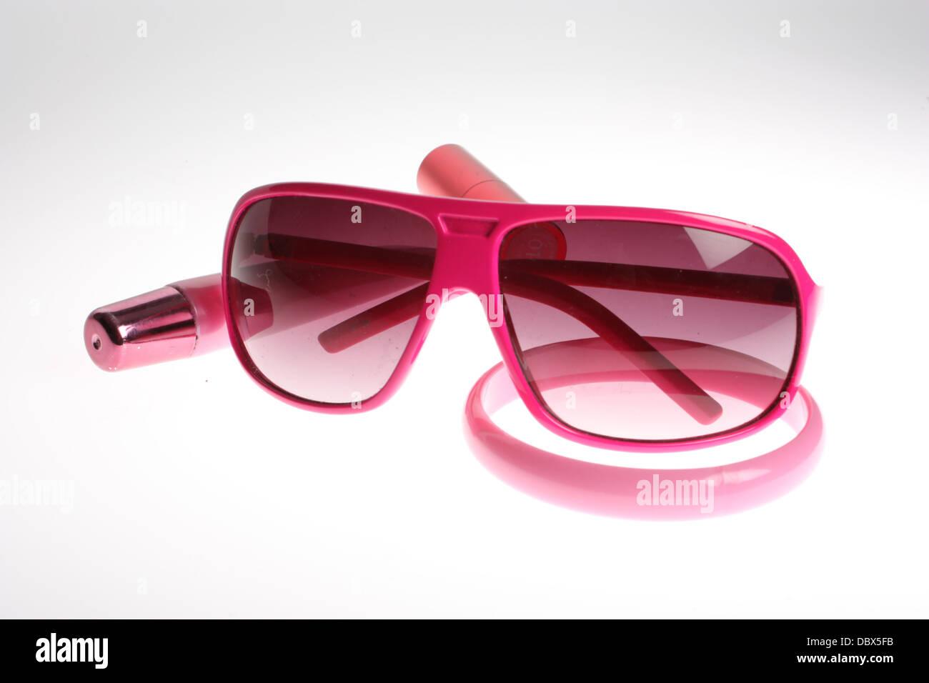 Sunglasses, lipgloss, bracelet, girly set, make up, pink - Stock Image