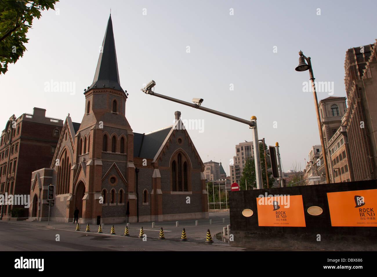 Rock Camera Surveillance : Surveillance or traffic cameras outside the union church nan suzhou