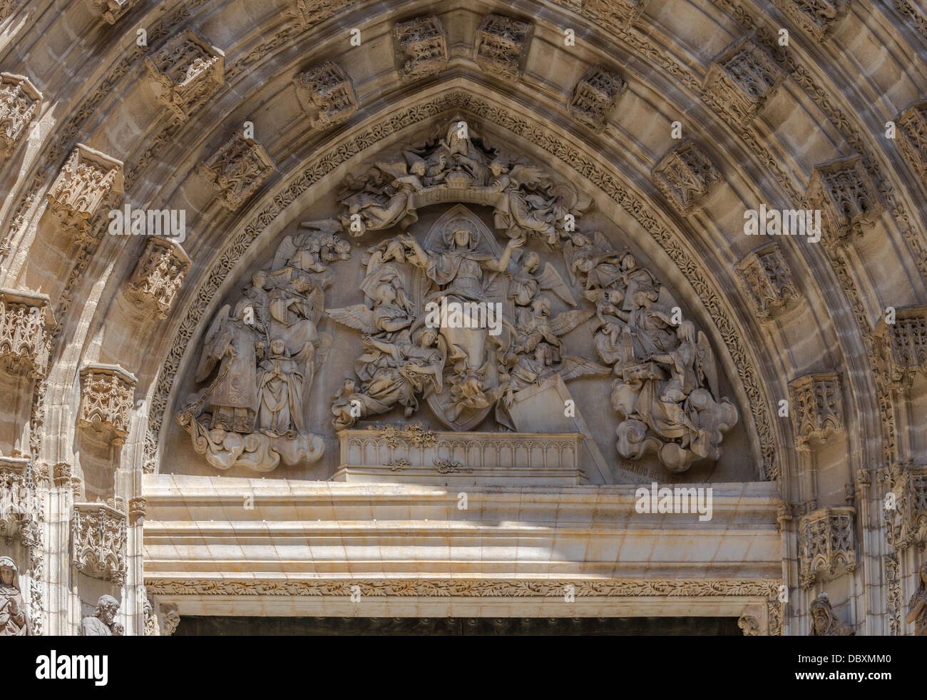 The neo-gothic tympanum of the 'Assumption portal', from 1882, by sculptor Ricardo Bellver y Ramon, main - Stock Image