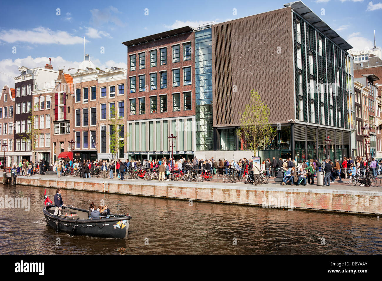 People waiting in line to the Anne Frank House museum, Prinsengracht canal, Holland, Netherlands. - Stock Image