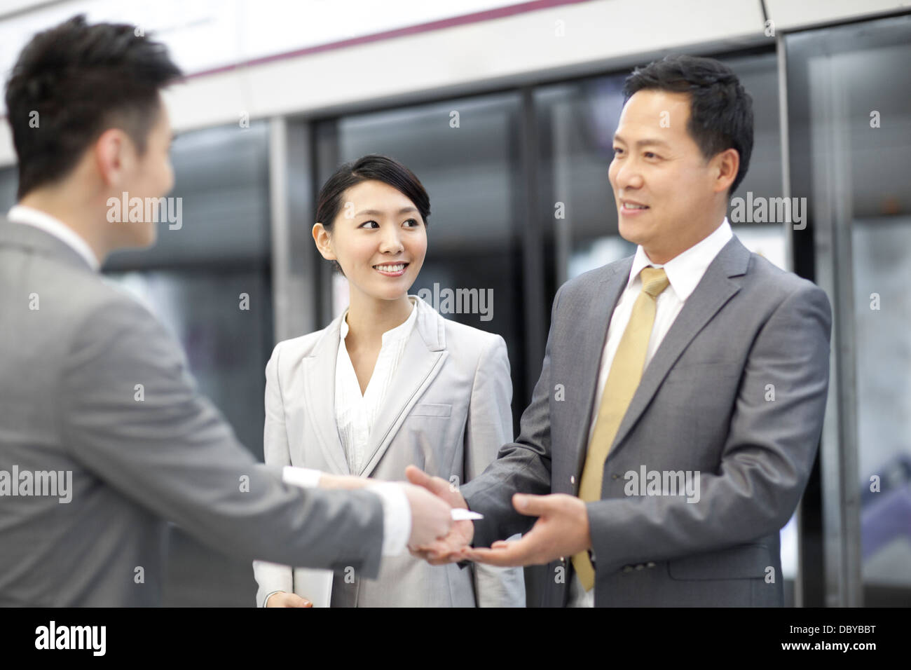 Business people exchanging business card at subway station - Stock Image