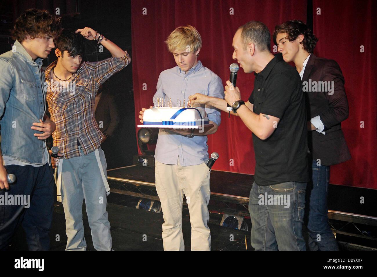 Awesome Liam Payne Zayn Malik And Harry Styles Look On As G A Y Owner Funny Birthday Cards Online Aeocydamsfinfo