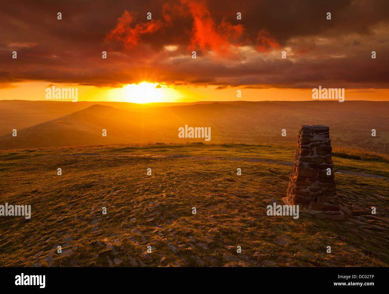 Sunrise at the Great Ridge Mam Tor Derbyshire Peak district park Hope Valley England UK GB EU Europe - Stock Image
