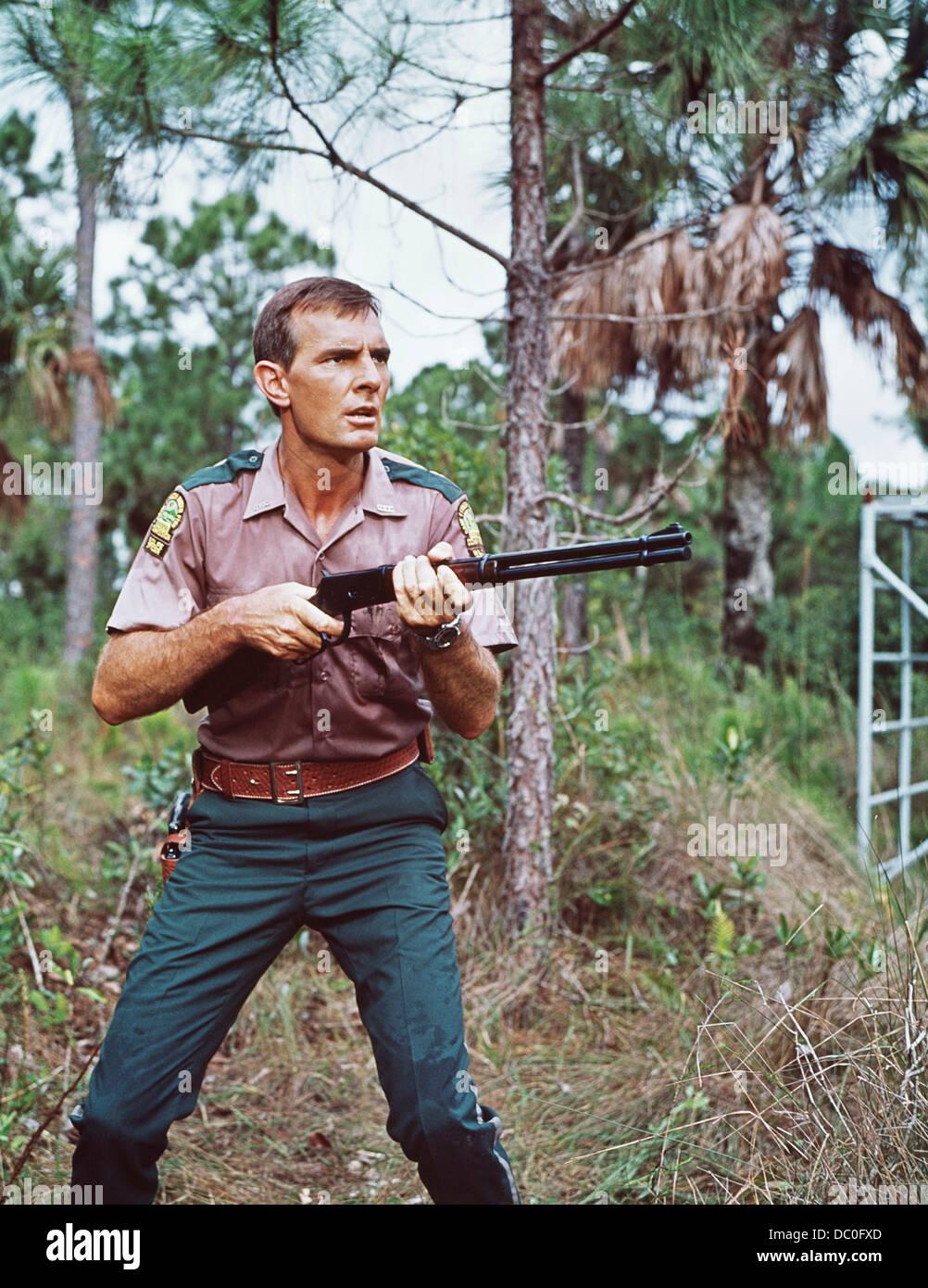 1960s 1967 GENTLE GIANT MOVIE BASED ON GENTLE BEN TV SERIES DENNIS WEAVER WITH SHOTGUN - Stock Image