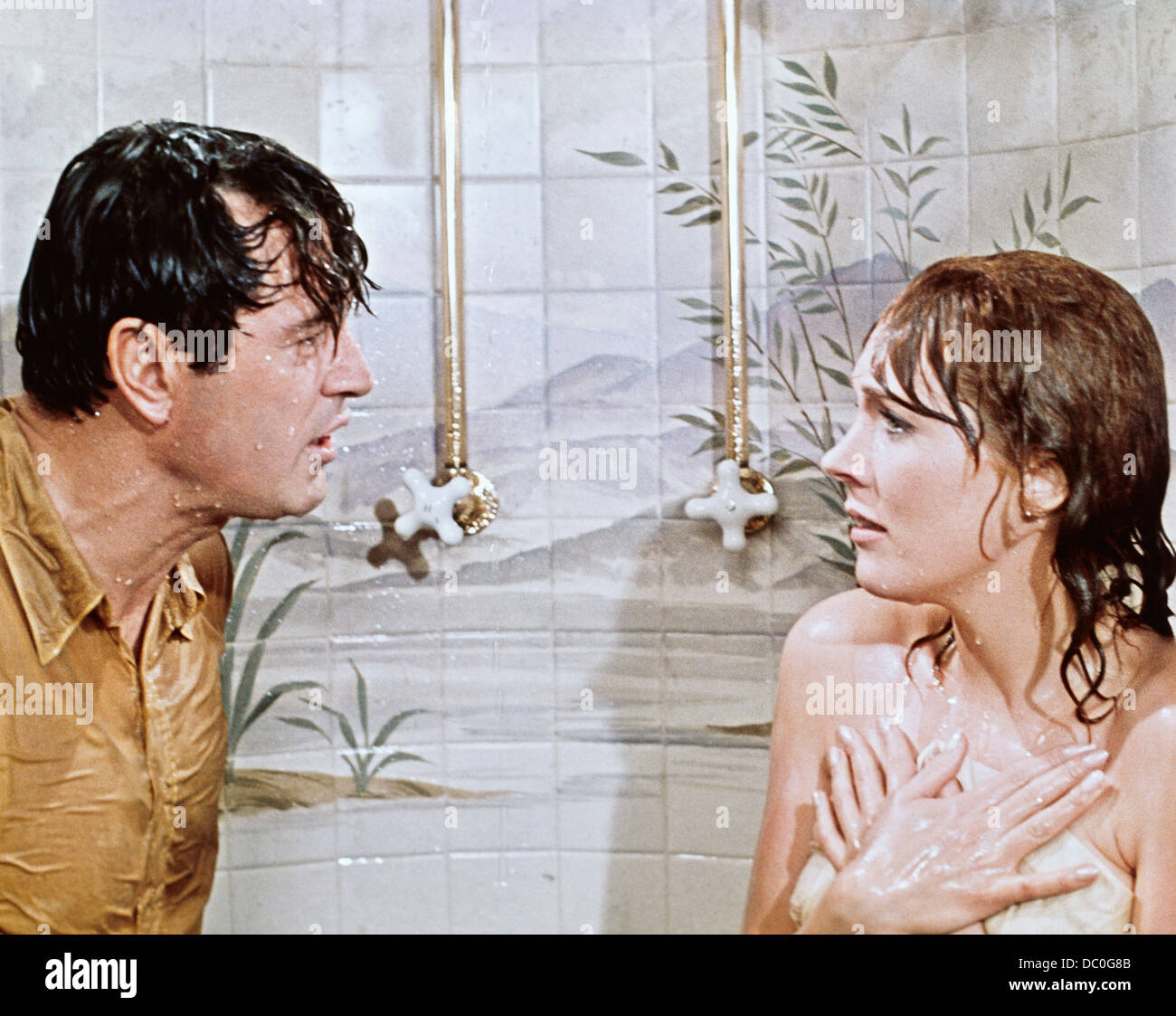 1970s 1970 WORLD WAR ONE SPY FILM DARLING LILI JULIE ANDREWS, ROCK HUDSON  WET IN SHOWER - Stock Image