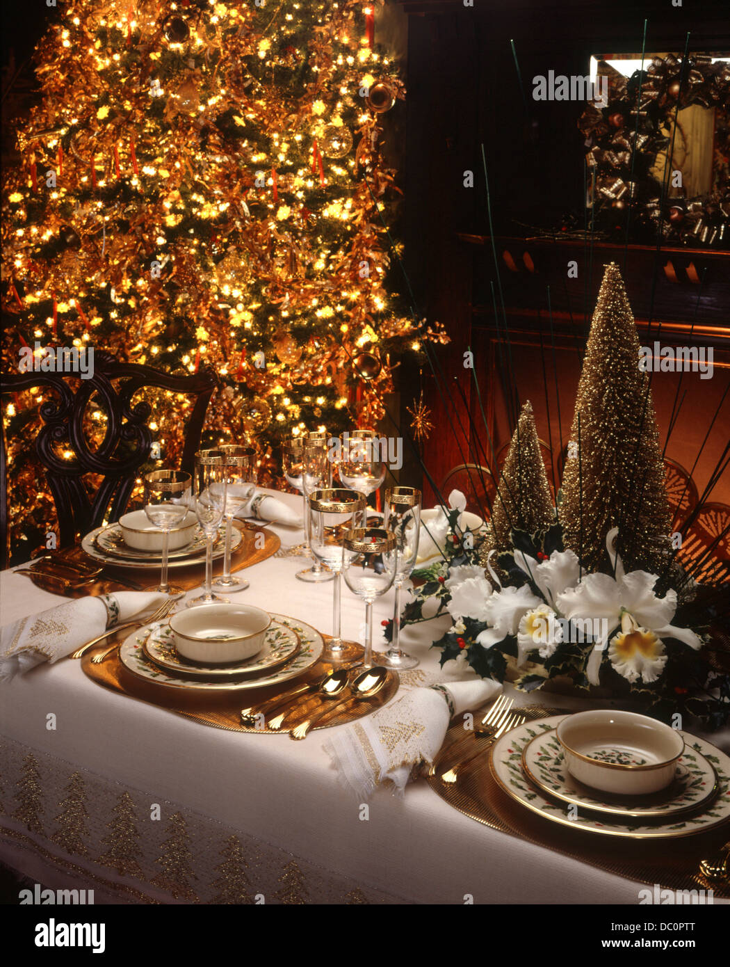 1980 1980s 1990 1990s ELEGANT CHRISTMAS TABLE SETTING GOLD TRIMMED TREE UPSCALE FESTIVE HOLDIAY PARTY CHINA PLATES : elegant christmas table settings - pezcame.com