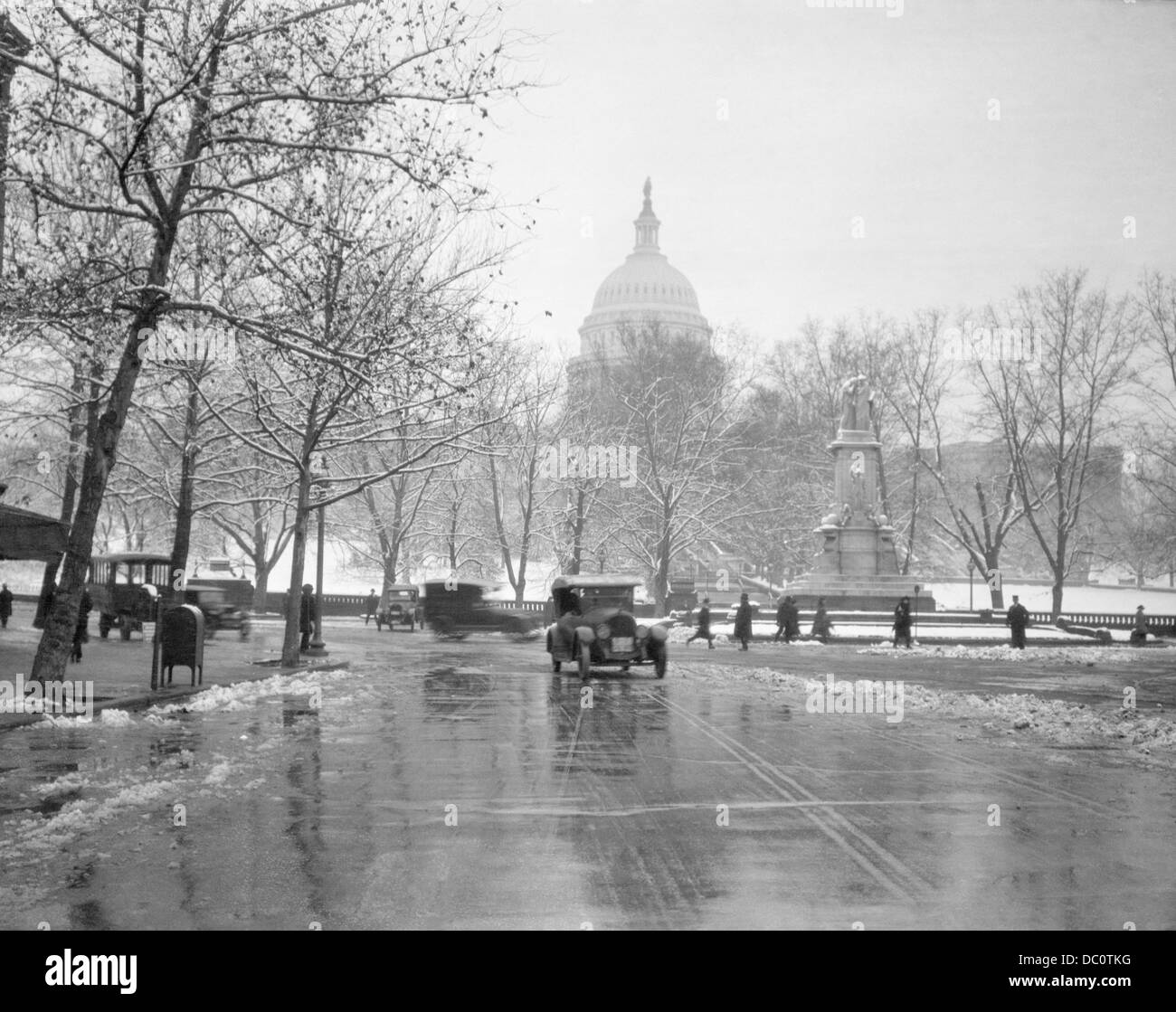 1920s 1930s THE CAPITOL BUILDING AND OLD CAR TRAFFIC IN