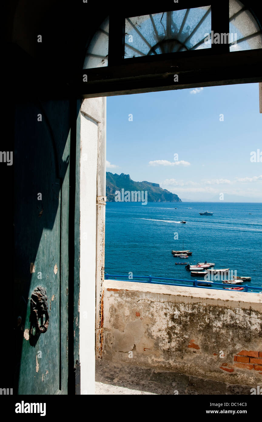View through doorway looking out onto the sea at Atrani on the Amalfi Coast, Italy - Stock Image