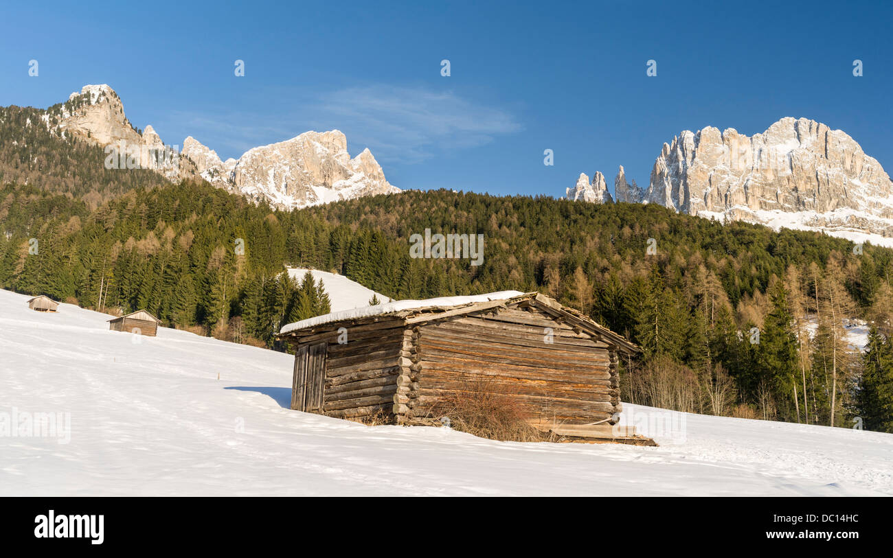 Italy, South Tyrol. Rosengarten (Catinaccio) range in the Dolomites. Tschamin Spitzen, the Vajolet Towers and the - Stock Image