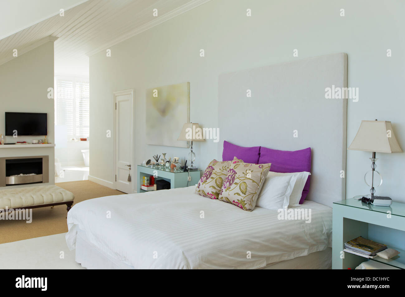 Bed in luxury bedroom - Stock Image