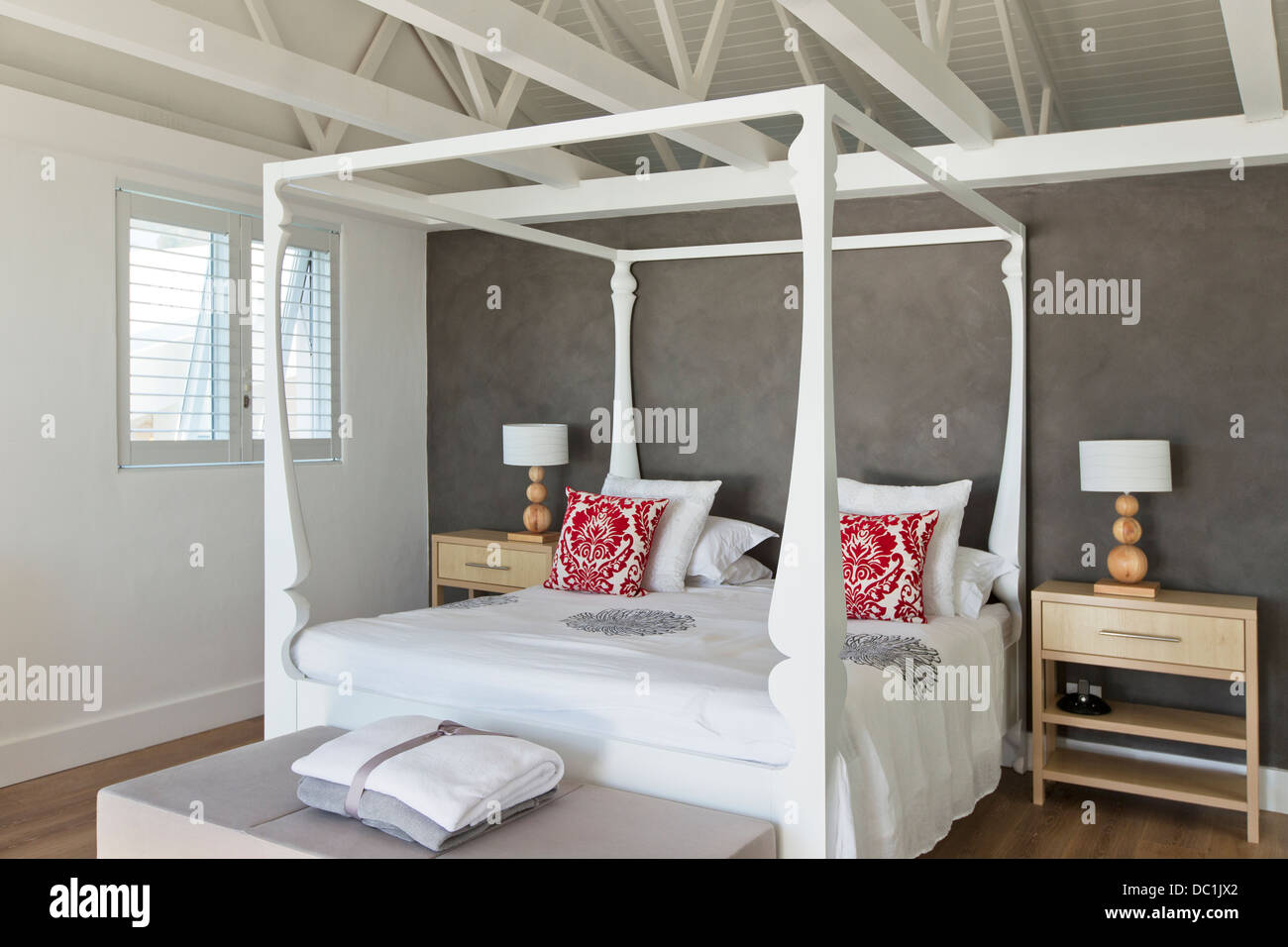 Four Poster Bed In Luxury Bedroom High Resolution Stock Photography And Images Alamy