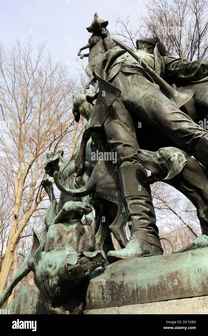 Fox hunting sculpture, Tiergarten, Berlin, Germany. - Stock Image
