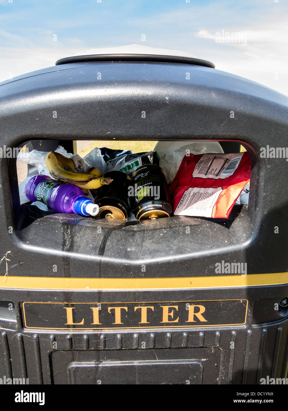 Litter bin full and overflowing - Stock Image