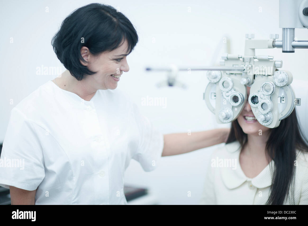 Young woman at opticians having eye test - Stock Image