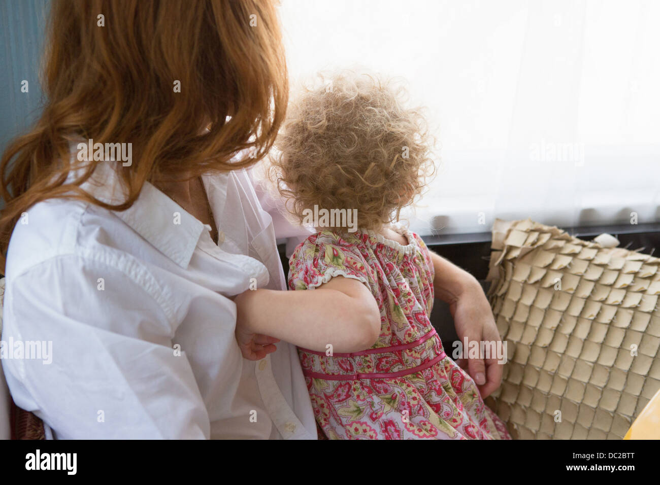 Mother & child looking out window - Stock Image