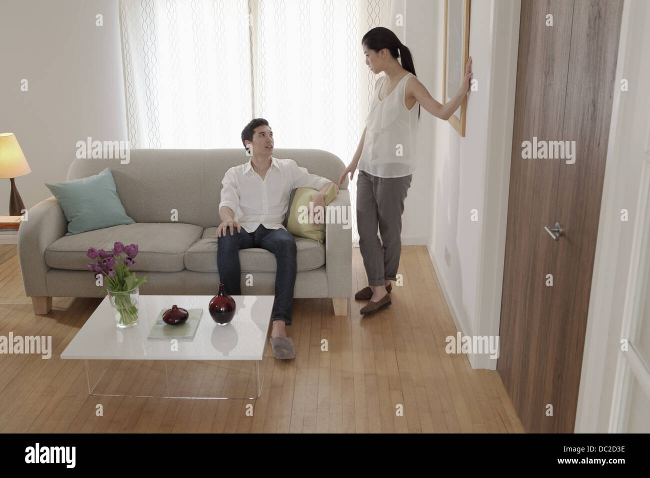 Couple discussing in living room - Stock Image