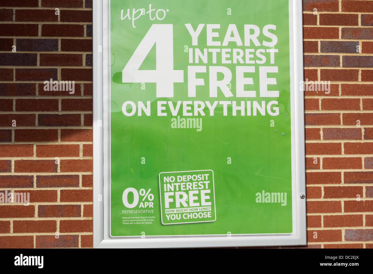 Four years interest free credit sign on shop wall - Stock Image